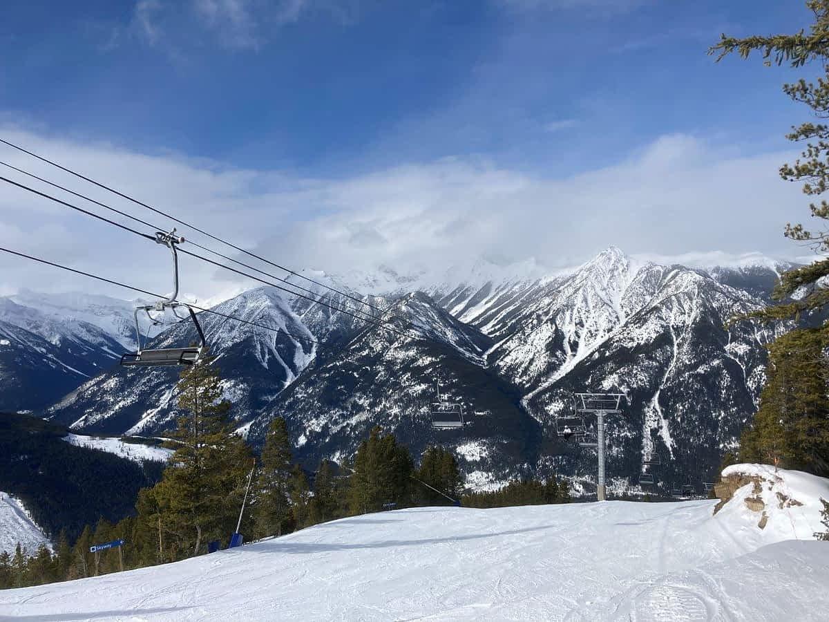 Mountains and skilift at Panorama Ski Resort